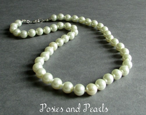 Simplicity Necklace (Ivory)