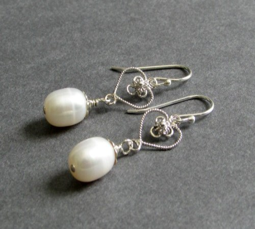 Honor Earrings (Pearl)