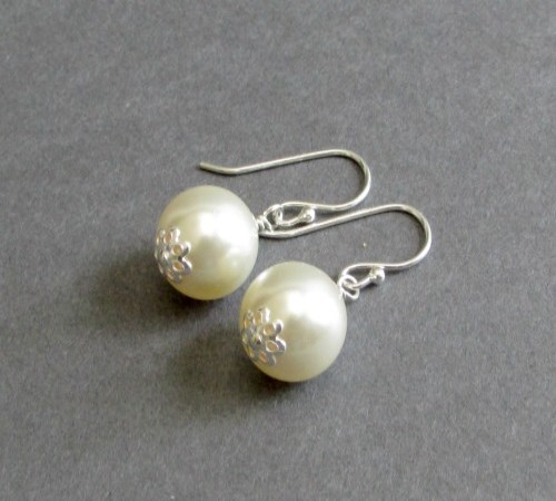Simplicity Earrings (Ivory)